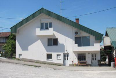 Zaprešić kuća na parceli 2.919 m2 – SUPER LOKACIJA –