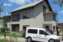 Prigorje Brdovečko – kuća sa garažom na okućnici od 385,00 m2- 30.000,00 € ( prodaje se stan u prizemlju obitelj.kuće )