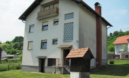 Pojatno – obiteljska kuća 384,76 m2- na okućnici od 3000 m2 – 99.000,00 €
