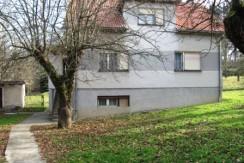 Jakovlje – kuća sa dvije gospodarske zgrade na okućnici od 3.200 m2 – 53.000,00 €