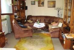 Zaprešić – kuća u nizu sa garažom  cca 130 m2 – 89.000,00 € – ZAMJENA –