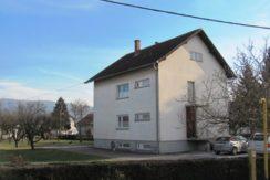 Zaprešić – kuća sa garažom i pomoćnim objektom na okućnici od 1399 m2 – 129.000,00 €