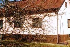 Brdovec- obiteljska kuća 88,00 m2 sa pomoćnim objektom na okućnici od 1399 m2- 76.000,00 €