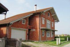 Zaprešić  – obiteljska kuća 404,90 m2 na okućnici od 917 m2- dvije stambene jedinice va