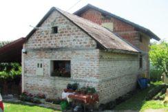 Donji Laduć – obiteljsko imanje- kuća sa pomoćnim objektom na okućnici od 3535 m2- 130.000,00