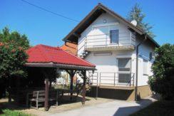 Drenje Brdovečko – kuća sa dva odvojena stana-  sa pomoćnim objektima na okućnici 1087 m2- 69.000,00 €