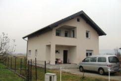 Drenje Brdovečko – obiteljska kuća ( brutto površina -190.00 m2 )  (netto- 136,47 m2 ) na okućnici od 1589 m2 – 87.000,00 €- NOVO —