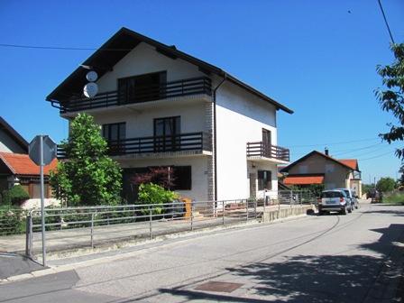 Zaprešić – dio obitelj.kuće kat i v.potkrovlje -205 m2 – 90.000 €