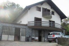 Jarek Donji – kuća sa pomoćnim prostorijama na okućnici 1769 m2 – 190.000,00 €