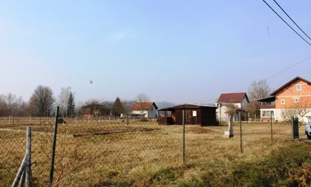 Građevinsko zemljište, Igrišće, 1180 m2,Zapoceti TEMELJI,DRVENA KUCICA