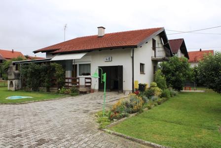 Brdovec – kuća sa garažom 237 m2 na okućnici od 1155 m2- 160.000,00 €