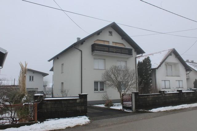 Brdovec- Javorje – obiteljska kuća sa dva uređena stana cca 200 m2 plus pomoćni objekti – 170.000,00 €