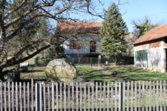 Kupljenovo – samostojeća kuća ( 73 m2 )  sa dva dvorišna objekta ( 47 m2 i 122 m2 ) na okućnici od 1733 m2 – 39.000,00 €